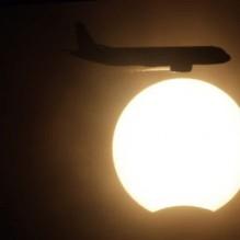 kumpulan-gambar-unik-gerhana-matahari-juli-2009-13-219x